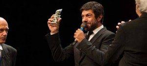 Pierfrancesco-Favino-Premio-Maschere-2014-migliore_attore_protagonista