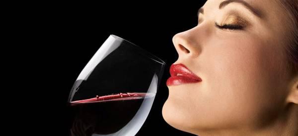 Il vino ti fa bella e magra. Un bicchiere al giorno come un'ora di palestra