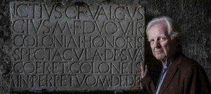 Adrian-Maben-davanti-iscrizione-Anfiteatro-Pompei