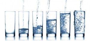 Acqua-Minerale-bicchieri