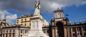 Piazza-Dante-Napoli-_statua